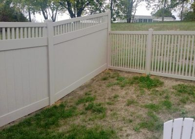 Prizm Vinyl Corporation_Privacy Fence-Bedford,Contemporary Fence-Breezewood