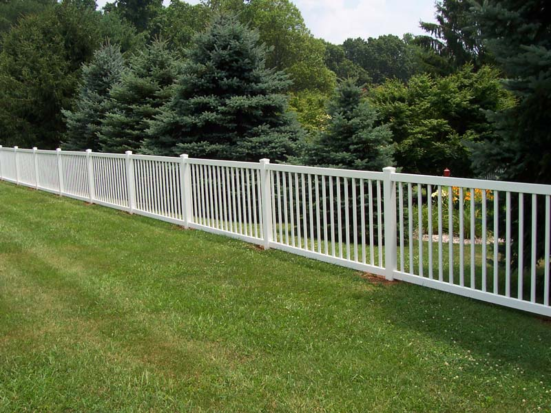 Altoona Style Contemporary Fence