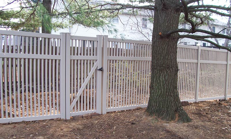 Breezewood Style Contemporary Fence