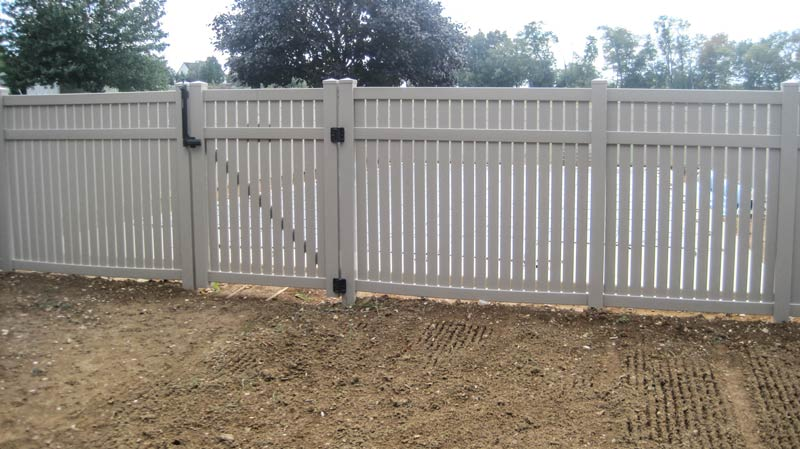 Prizm Vinyl Corporation Hershey Style Contemporary Fence