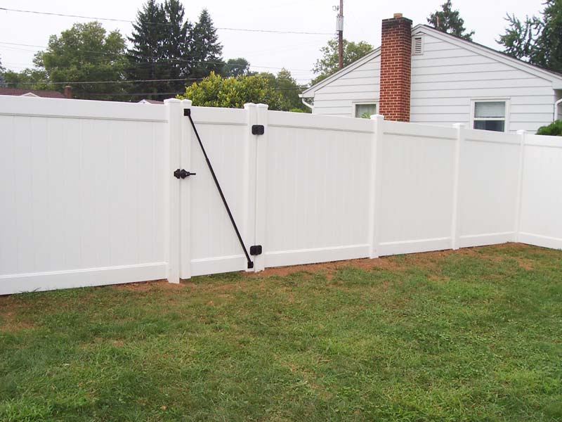 Prizm Vinyl Corporation Bedford Professional Style Privacy Fence